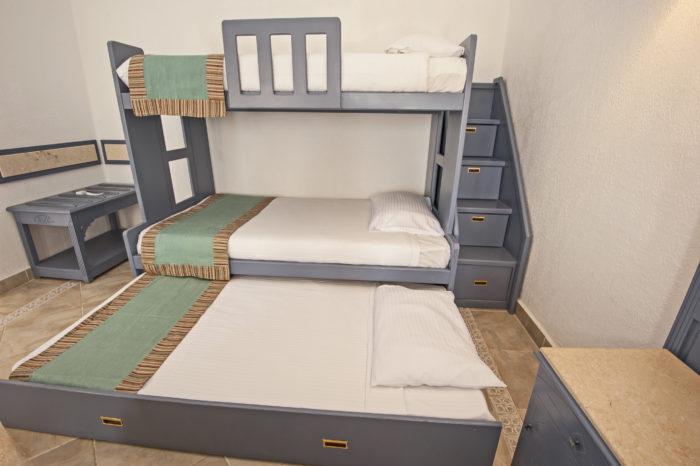 三段ベッド